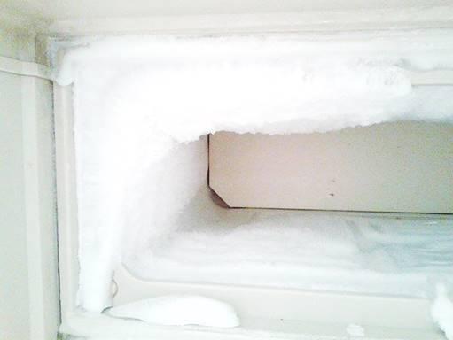 πιάνει πάγο το ψυγείο